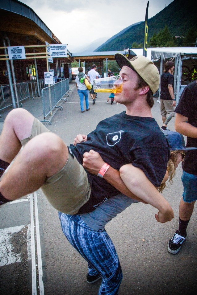 Is this what yoga looks like? Asking for a friends...@kurt.macdonald gets a human rikshaw ride from @caseybrowntown. #safetythird