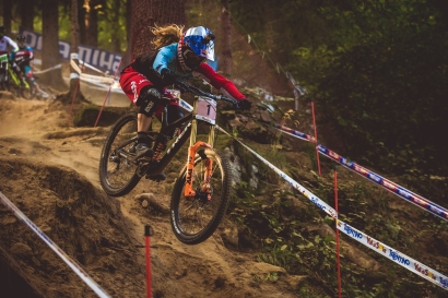 She's pushing hard and charging on track, but Rachel Atherton is gong to have to dig a big deeper for time in Finals, as she only seeded .597 seconds up on Tracey Hannah.
