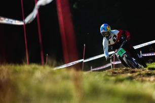 Finn Iles was the favored Junior to take the stripes this weekend. However, a big crash saw him getting carried off the hill. Reportedly, he's ok, nothing serious - but it remains to be seen if he'll be able to race.