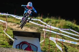 Fast and low, Tahnee Seagrave isn't mucking about here in Val Di Sole.