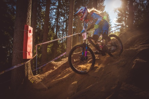 Frame a-sparklin', hair a-bouncing, and absolutely charging, Tahnee Seagrave isn't taking any half-measures this weekend. Kit/livery on point, and riding with purpose.