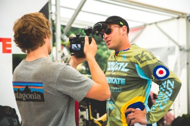 """Joe Bowman gets some words from """"retired"""" Steve Peat, who is a course sweeper this weekend...no one really expected him to quick outright, did they?"""