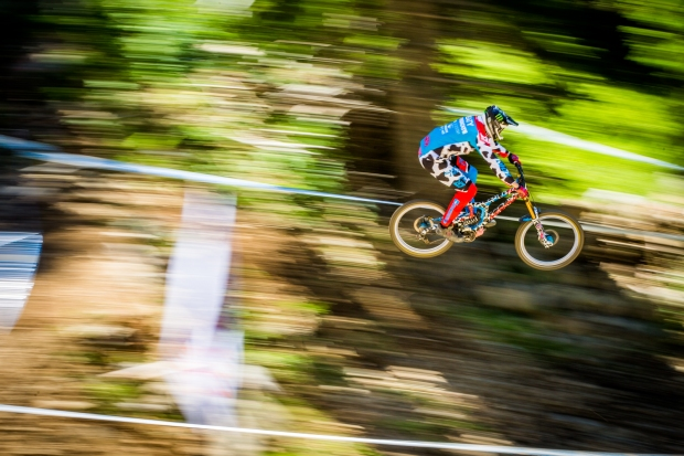 A panshot of the wildest kit of the year? Automatic favorite. Peaty nailed it with this look,.